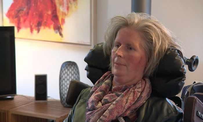 Мозговой имплант позволил парализованной женщине делиться мыслями