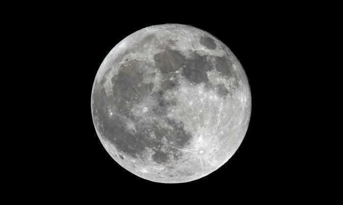 Пленница, пылевое облако или осколок Земли: как родилась Луна