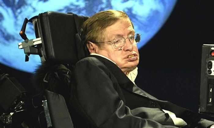 Стивен Хокинг: люди должны покинуть Землю в течение ближайшей 1000 лет