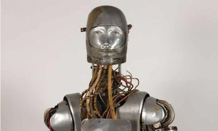 НАСА выставило на аукцион старого робота, на котором испытывали космические скафандры