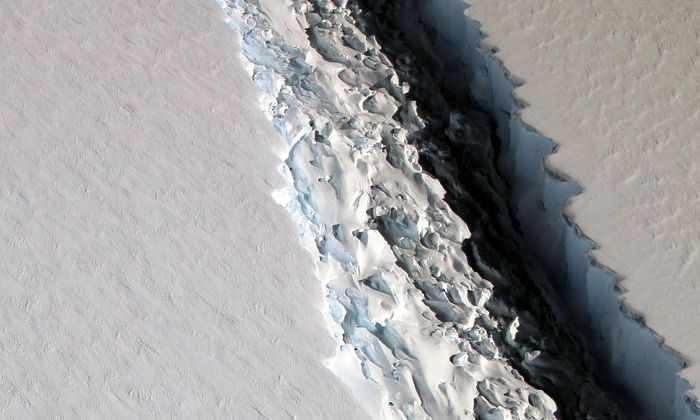 Фото дня: 112-километровый раскол антарктического шельфа