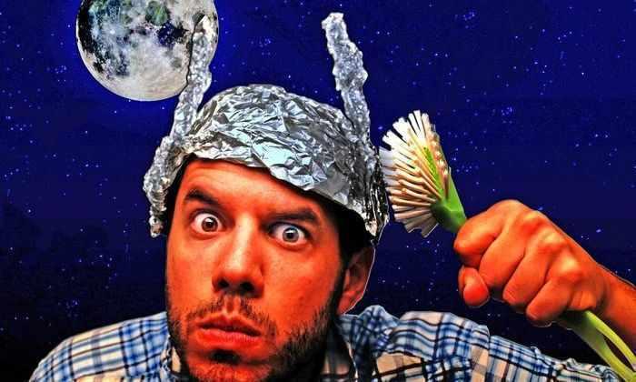 Почему люди верят в теории заговора