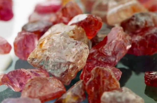 Драгоценные камни улучшили с помощью ультракоротких волн