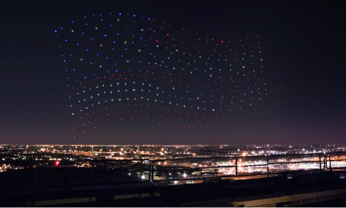 300 Intel-дронов сформировали американский флаг на шоу Леди Гаги