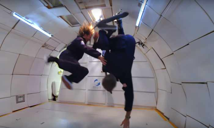 Видео: скейтбординг в невесомости от Тони Хоука