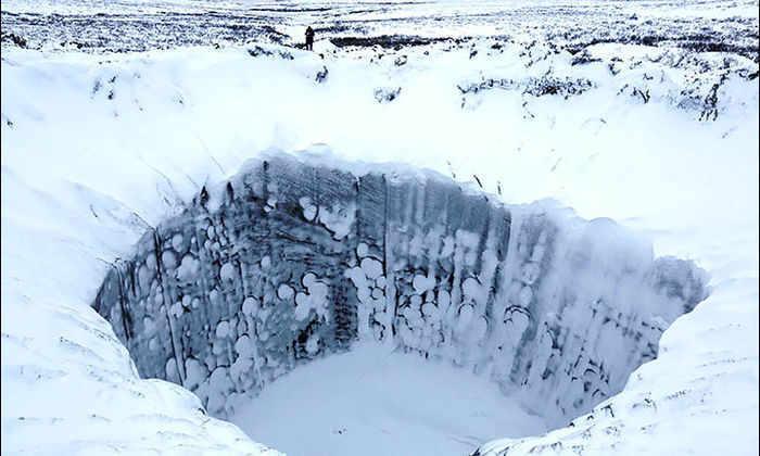 Метановые взрывы стали причиной образования огромных кратеров в Сибири