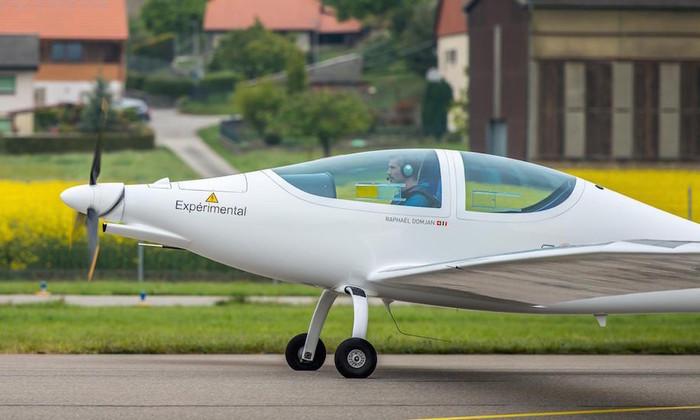 Стратосферный самолет на солнечной энергии успешно полетал три минуты