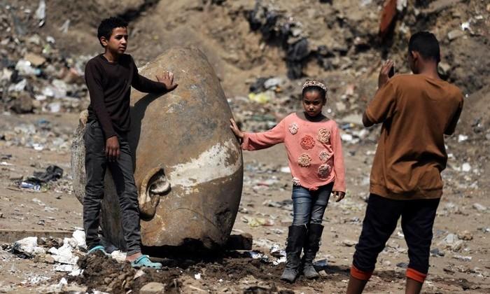 В Каире обнаружили восьмиметровую статую Рамсеса II
