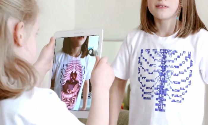 Разработана футболка, сквозь которую видно внутренние органы