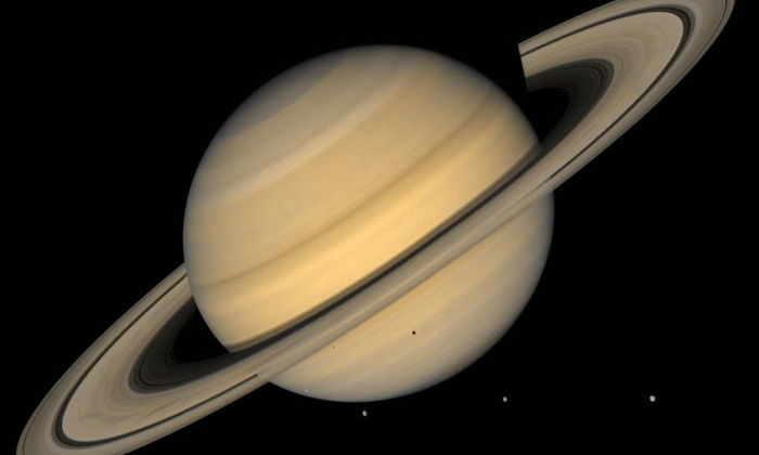 Кольца и спутники Сатурна оказались ровесниками динозавров