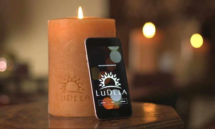 Первая в мире «умная» свеча зажигается и тушится с помощью смартфона