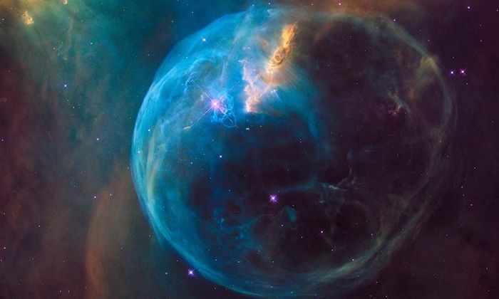 «Хаббл» показал туманность-пузырь