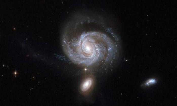 Найдены черные дыры, почти касающиеся друг друга