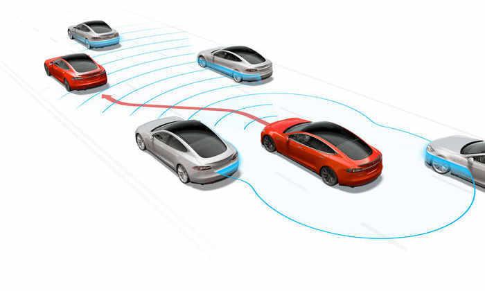 Автопилот Tesla предсказал столкновение двух других машин