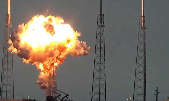 SpaceX назвала причину взрыва Falcon 9