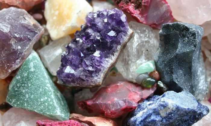 Видео: современный Сизиф не катит камни в гору - он их перебирает