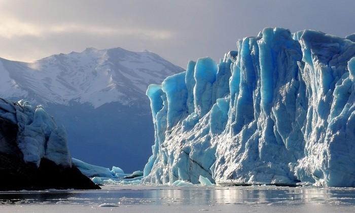 В крупнейшем леднике Гренландии образовалась гигантская трещина