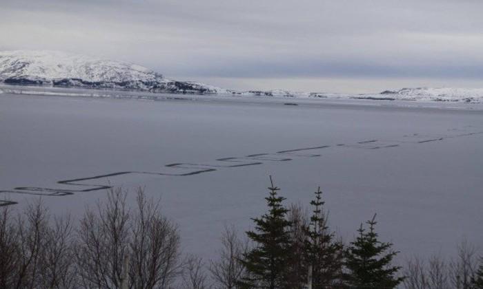 На озере в Исландии засняли редкое природное явление
