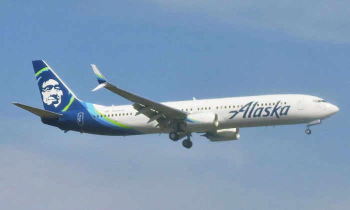 Американская авиакомпания совершила первый рейс на топливе из древесных отходов