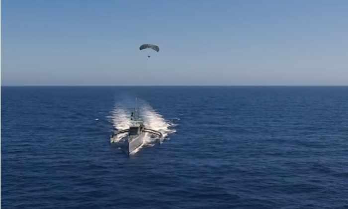 Минобороны США протестировало радар-парашют на роботизированной лодке