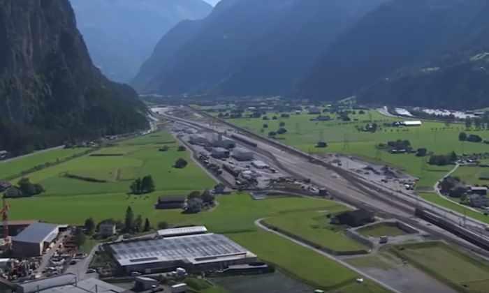 Видео: заглянем в самый длинный тоннель в мире
