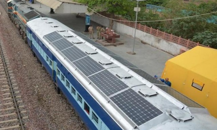 Поезд на солнечных батареях