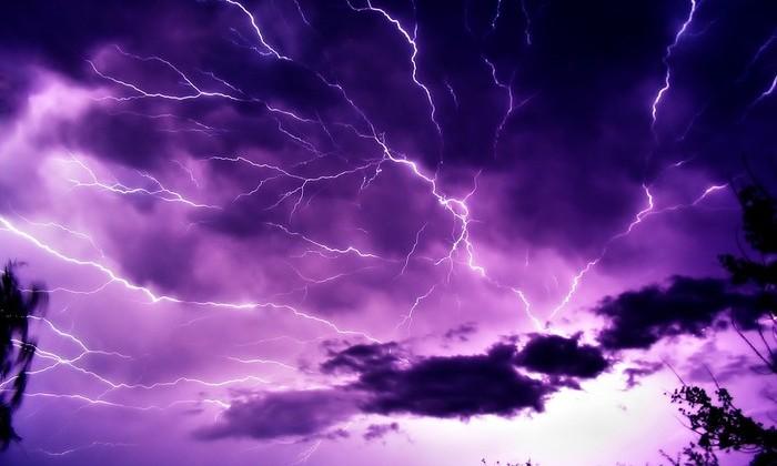 Видео: камера обсерватории засняла редкую струйную молнию