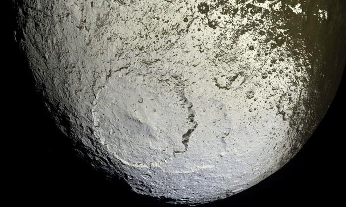 «Кассини» заснял «космический пазл». Это спутник Сатурна