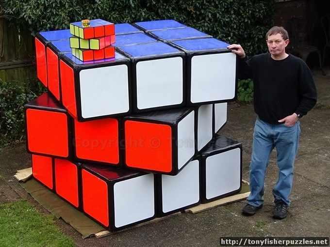 Британец построил самый большой кубик Рубика в мире