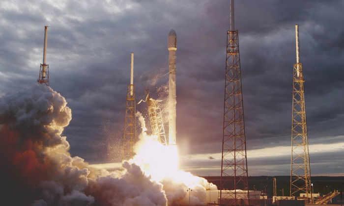 Компания SpaceX объявила, какую ракету использует для повторного запуска это осенью