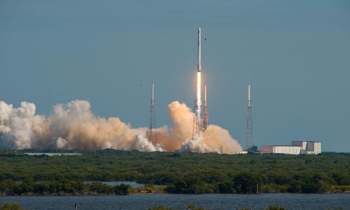 SpaceX успешно вернула на Землю первую ступень ракеты-носителя Falcon 9
