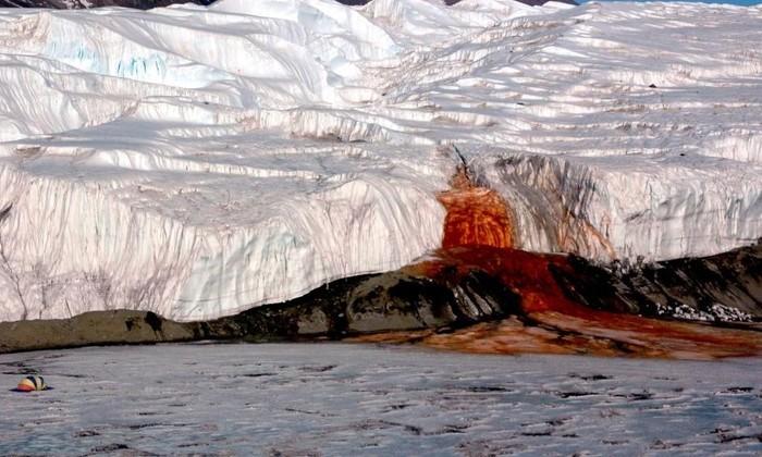 Спустя сто лет ученые объяснили природу «кровавых водопадов» в Антарктике