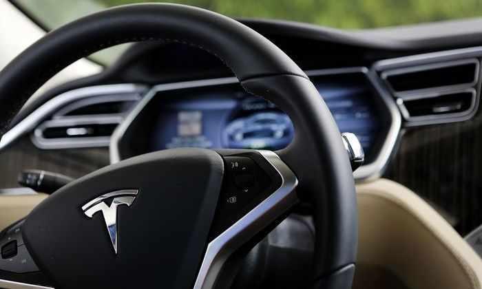 Первый смертельный случай Tesla Model S: под управлением автопилота погиб водитель