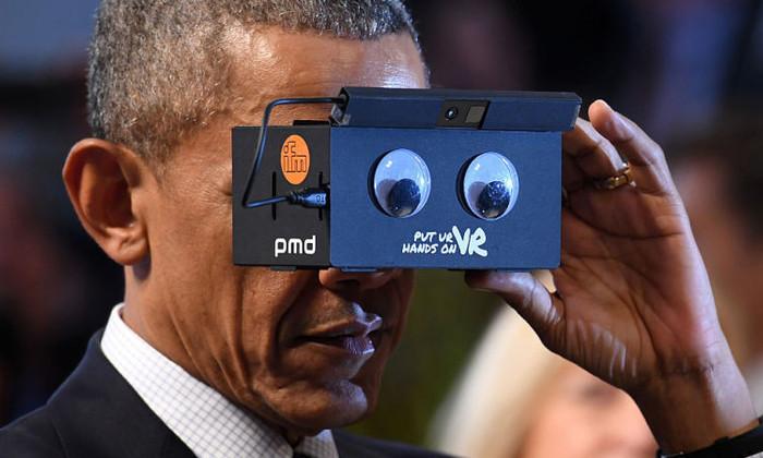 Барак Обама с VR-очками