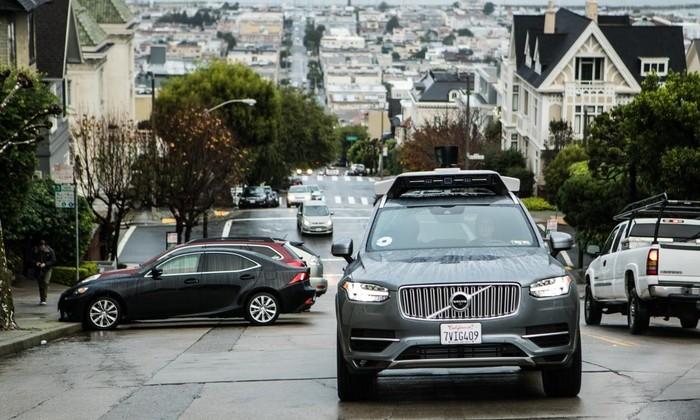 Самоуправляющийся автомобиль Uber в Аризоне попал в аварию
