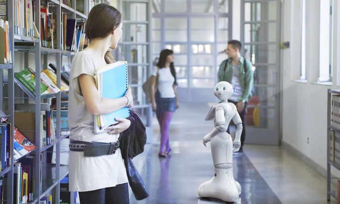 В японскую школу зачислили робота