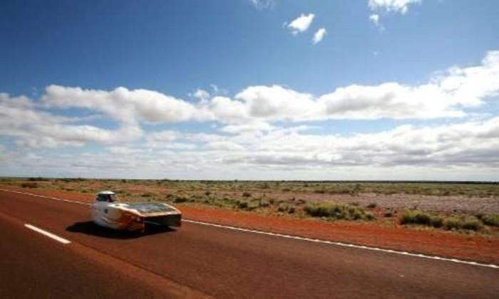 В Австралии прошла мировая гонка авто на солнечных батареях