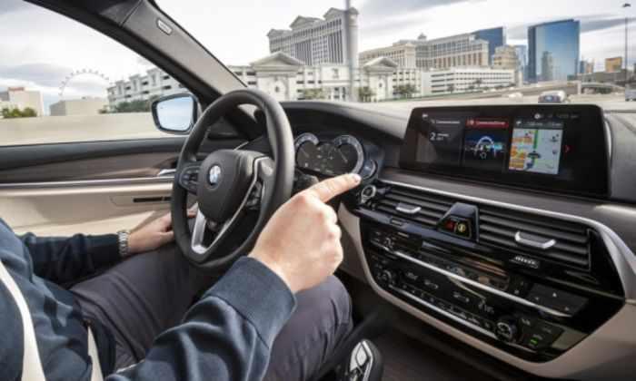 Руки вверх: тест-драйв самоуправляемого BMW. Видео