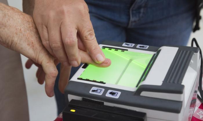 Отпечатки пальцев вместо посадочного талона. В аэропортах США тестируют новую систему