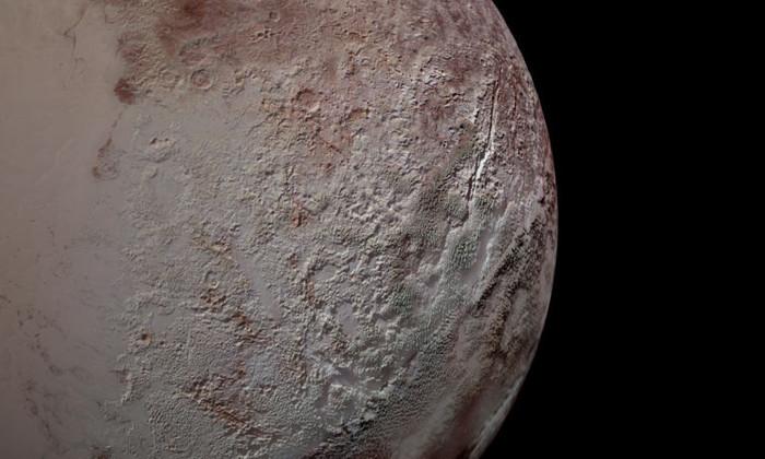 Новая теория: как на Плутоне появились ледяные наросты размером с небоскребы