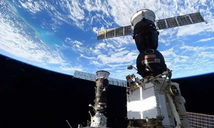 «Роскосмос» предложил всем желающим отправить на МКС признания в любви