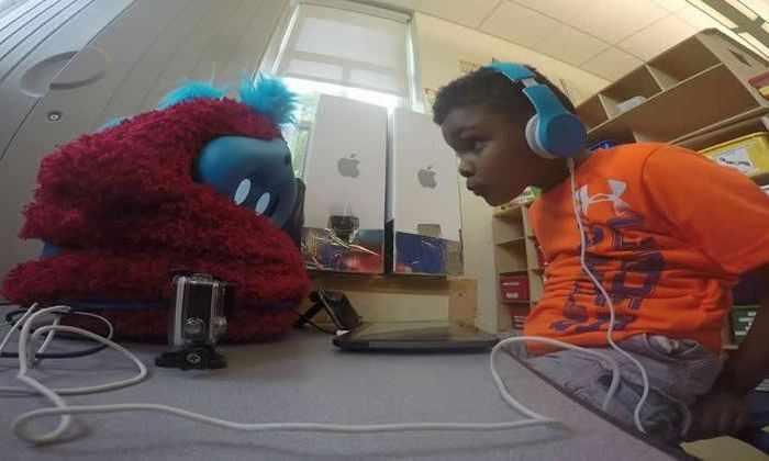 Социальный робот помогает детям учиться