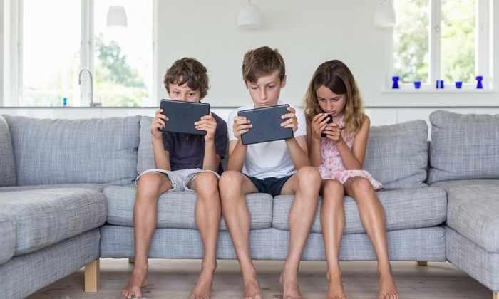 Британские подростки проводят перед экраном больше семи часов в день