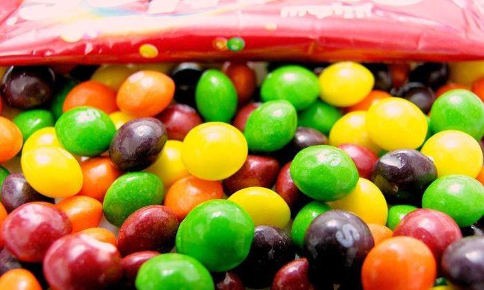 Американские фермеры кормят скот драже Skittles