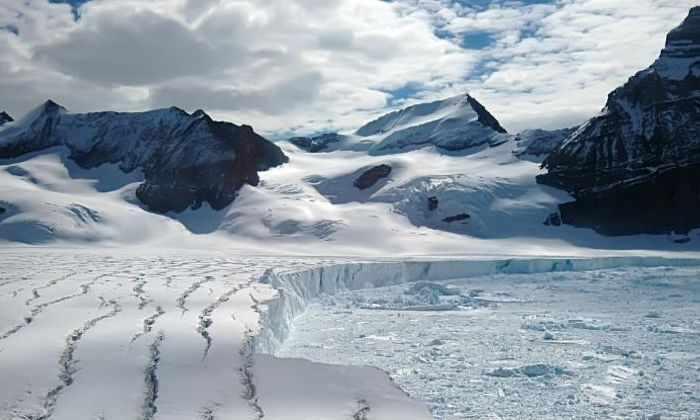 Самый большой ледник Антарктики будет уничтожен из-за гигантской трещины