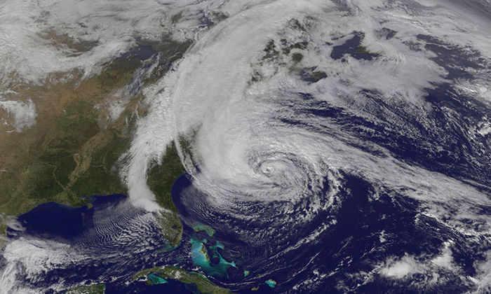 Шторм из твитов следовал за ураганом Сэнди