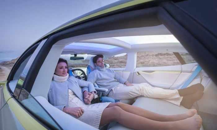 После аварий Tesla Китай запретил испытывать автономные машины на дорогах
