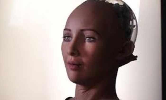 Видео: робот Люси копирует человеческие эмоции