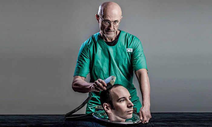 Нейрохирург Канаверо показал нож для первой операции по пересадке головы