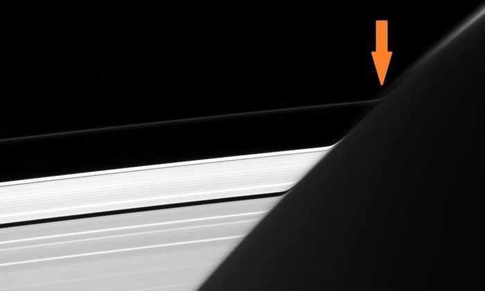 Спутник НАСА обнаружил странную деформацию на кольцах Сатурна